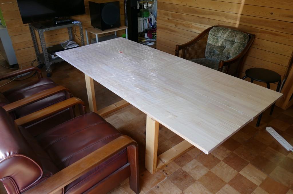 塗装前の打ち合わせ机